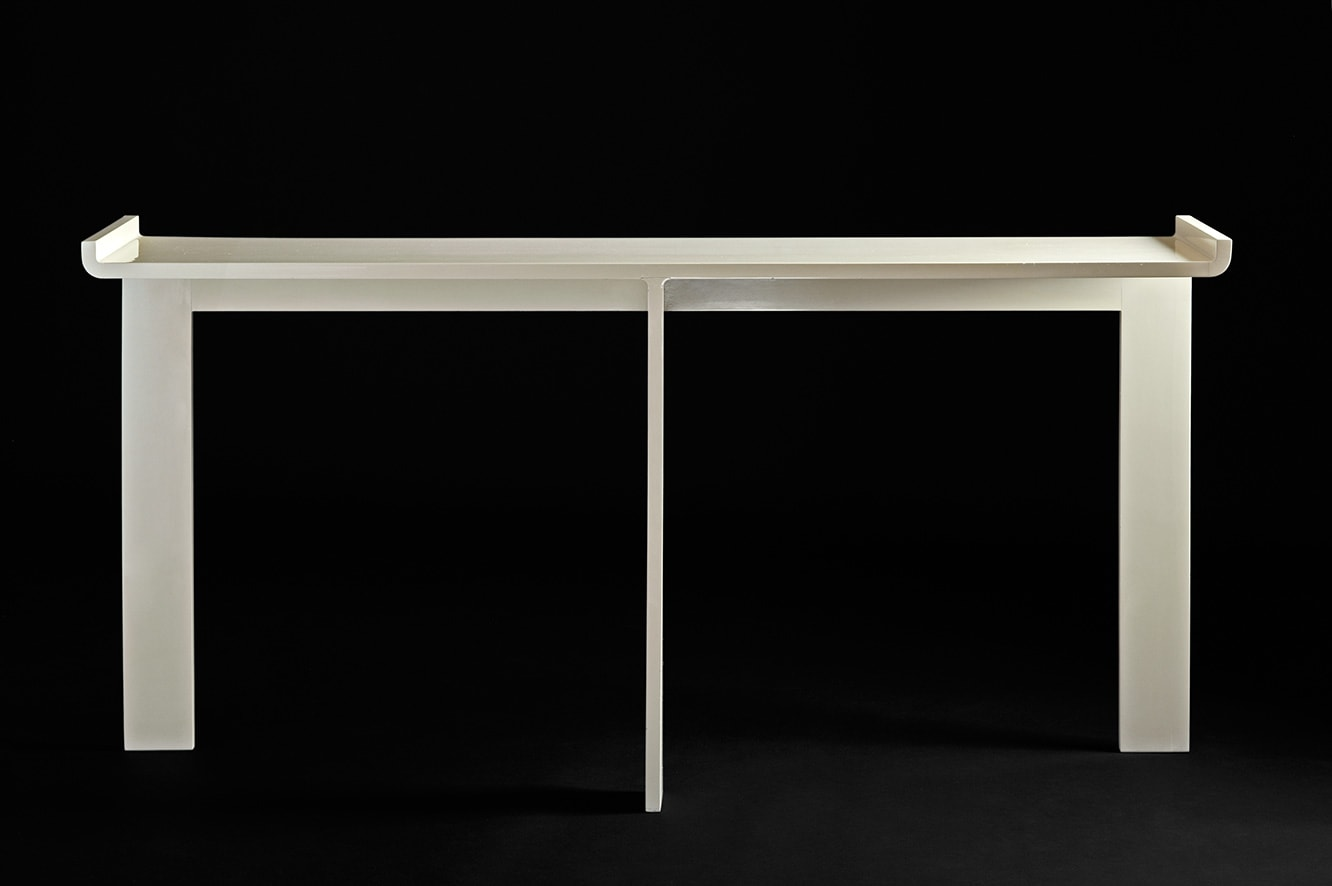 Ivory lacquered console, vue 01
