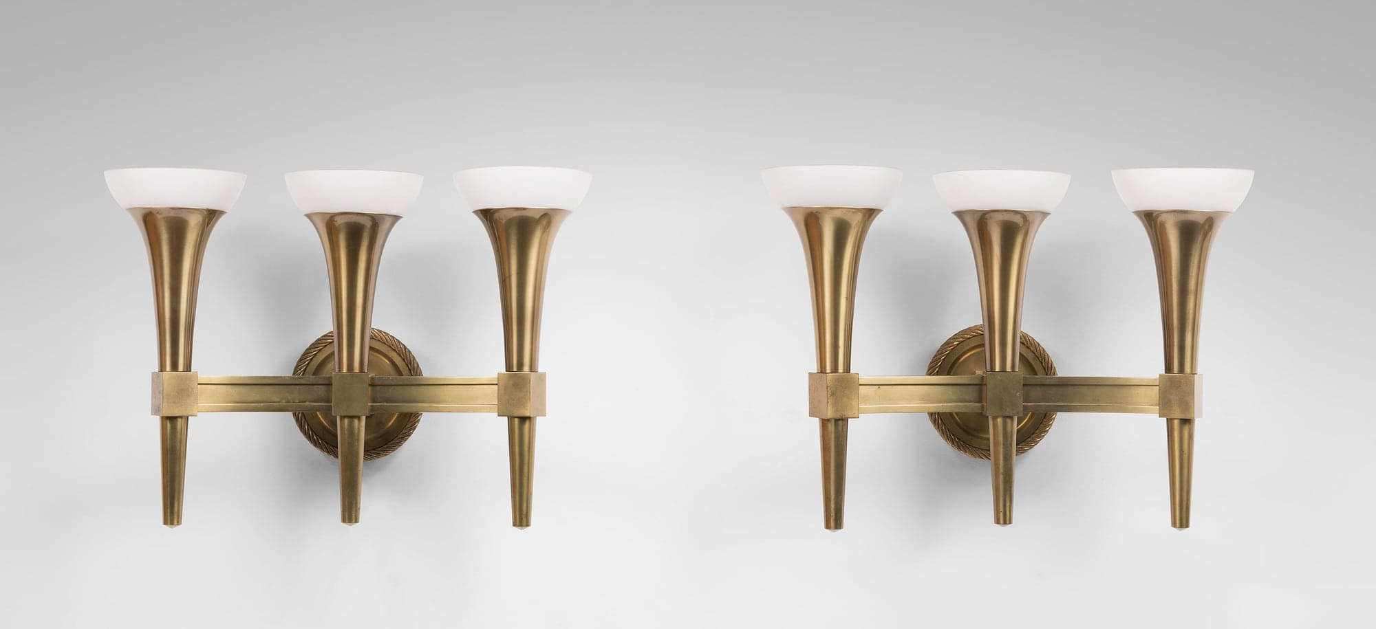 André Arbus, Pair of monumental wall-lamps with three arms, vue 01
