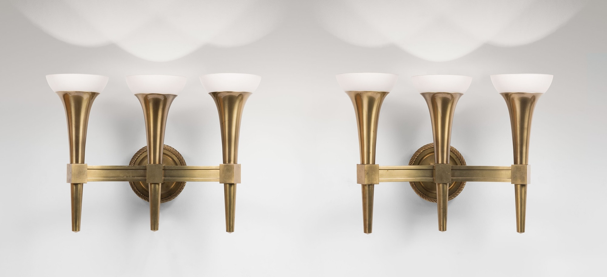 André Arbus, Pair of monumental wall-lamps with three arms, vue 02