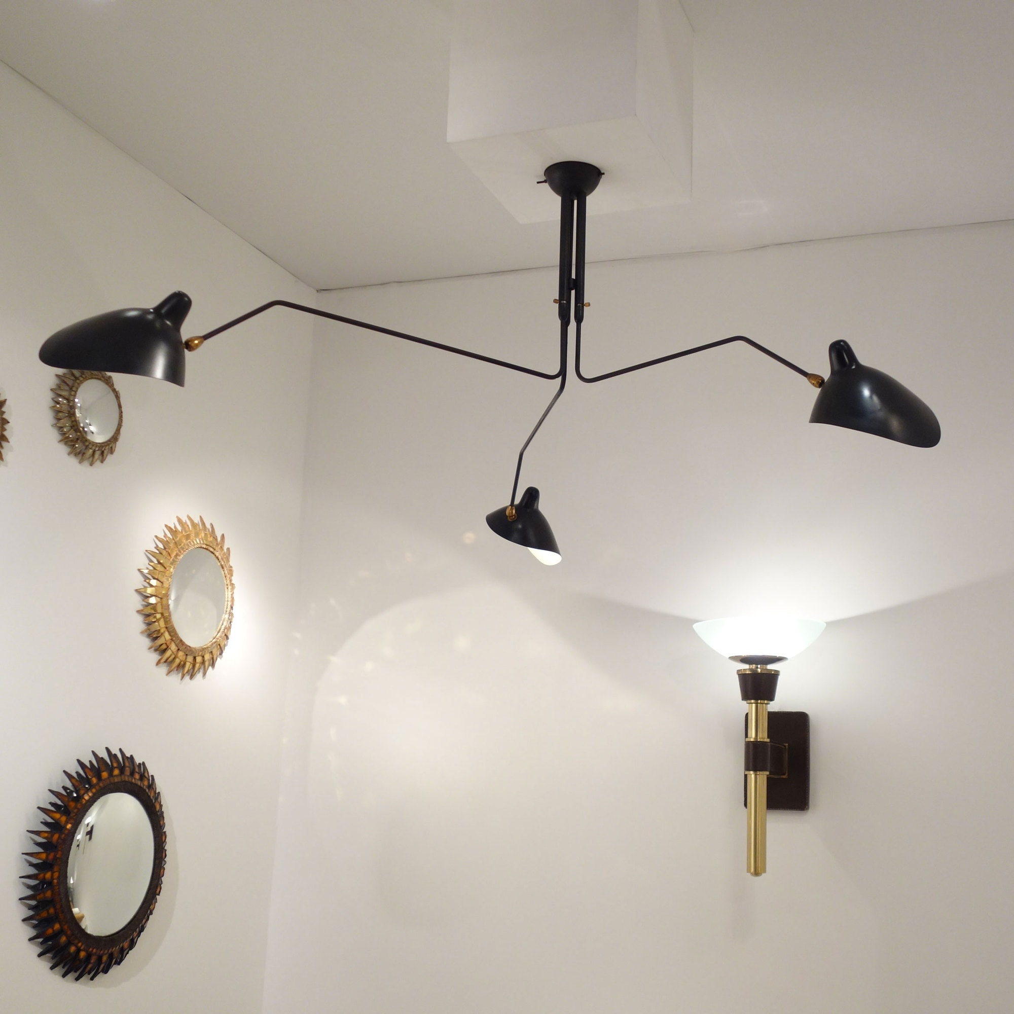 Serge Mouille, ceiling lamp with three pivoting arms, vue 02