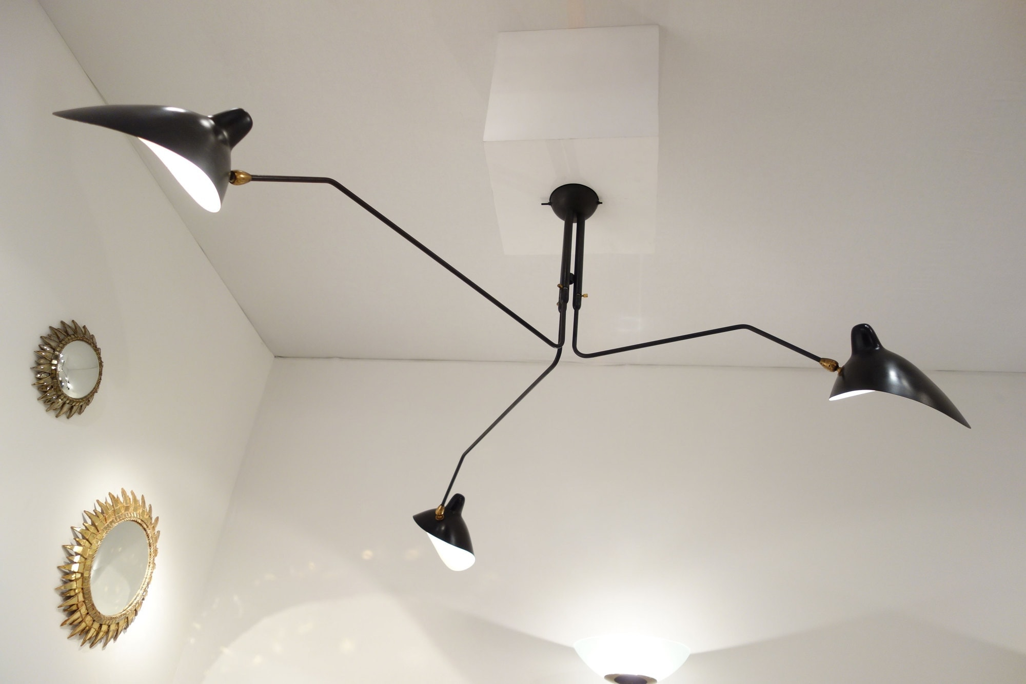 Serge Mouille, ceiling lamp with three pivoting arms, vue 03