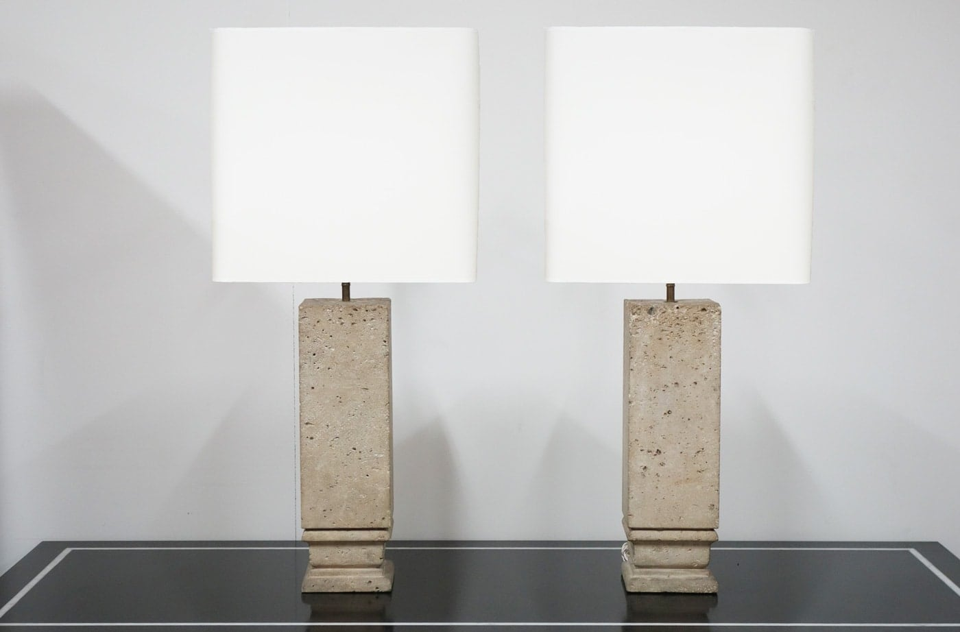 Jean-Charles Moreux, Pair of lamps, vue 01