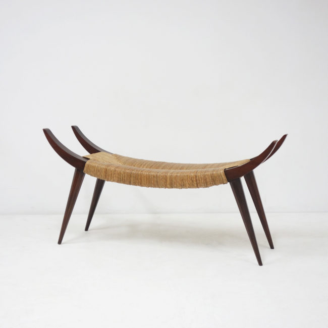 Victor Courtray, Important tabouret