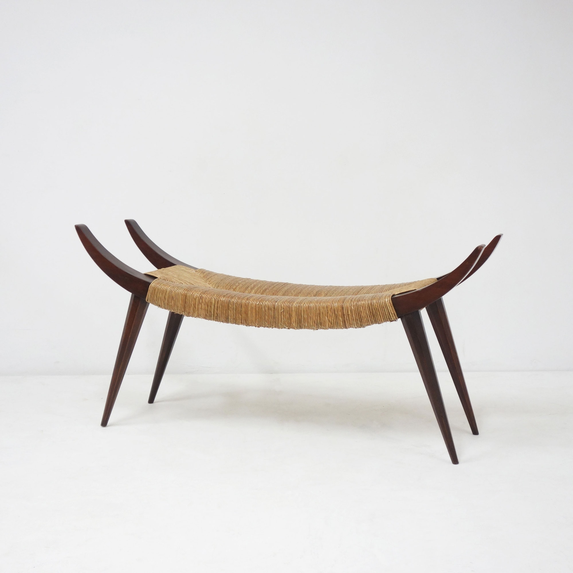 Victor Courtray, Important tabouret, vue 01