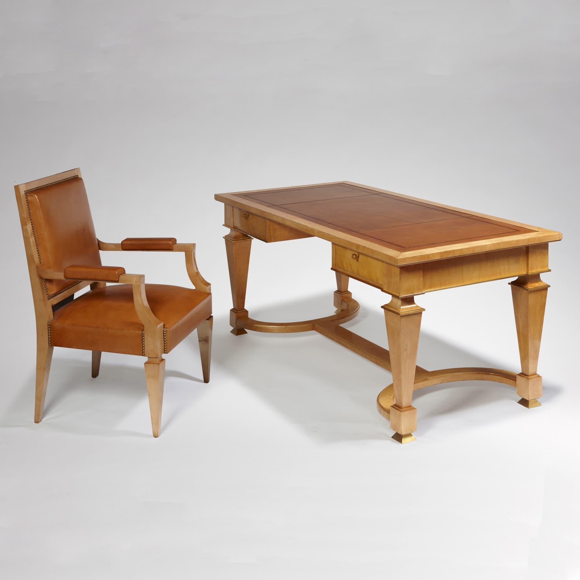 Bureau et son fauteuil, vue 01