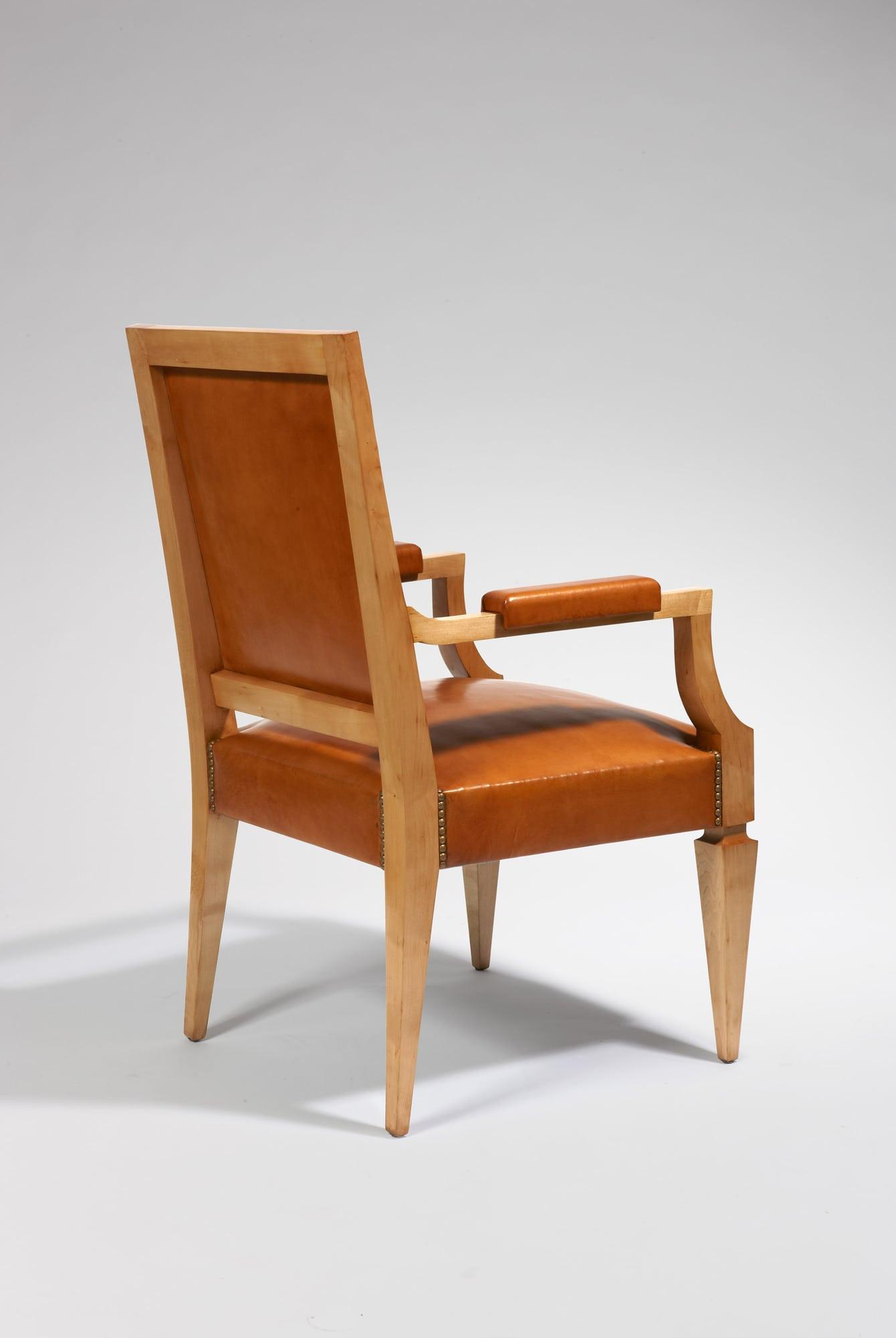 Bureau et son fauteuil, vue 05