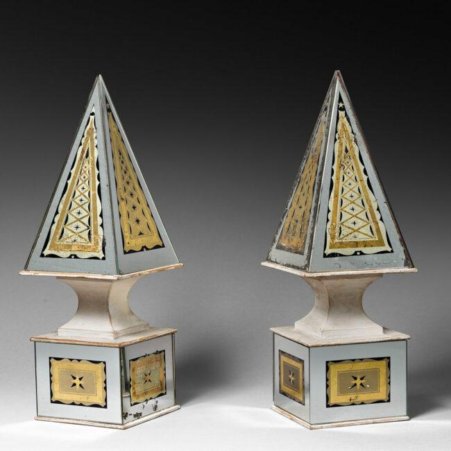 Paire of obelisks