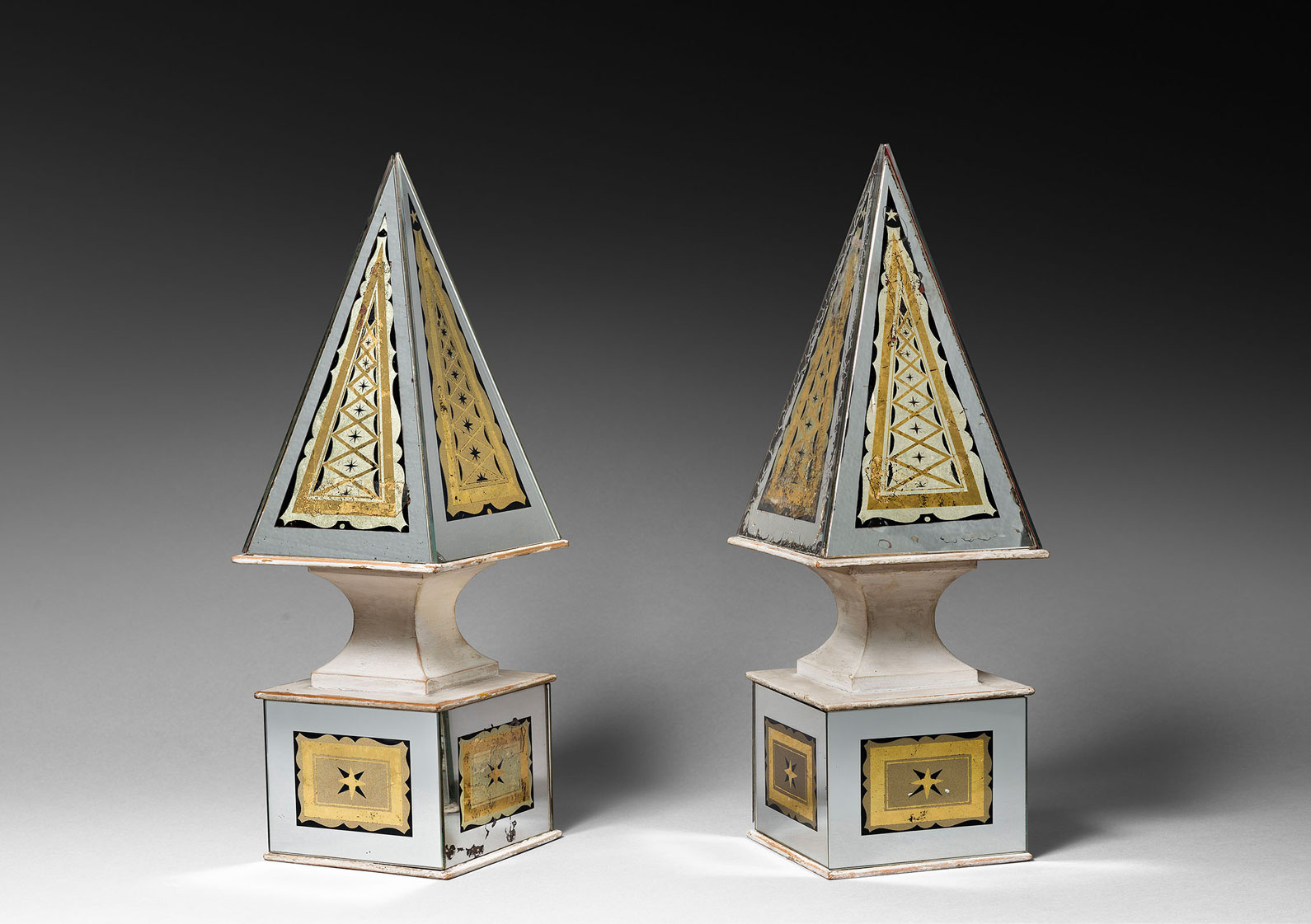 Paire of obelisks, vue 01