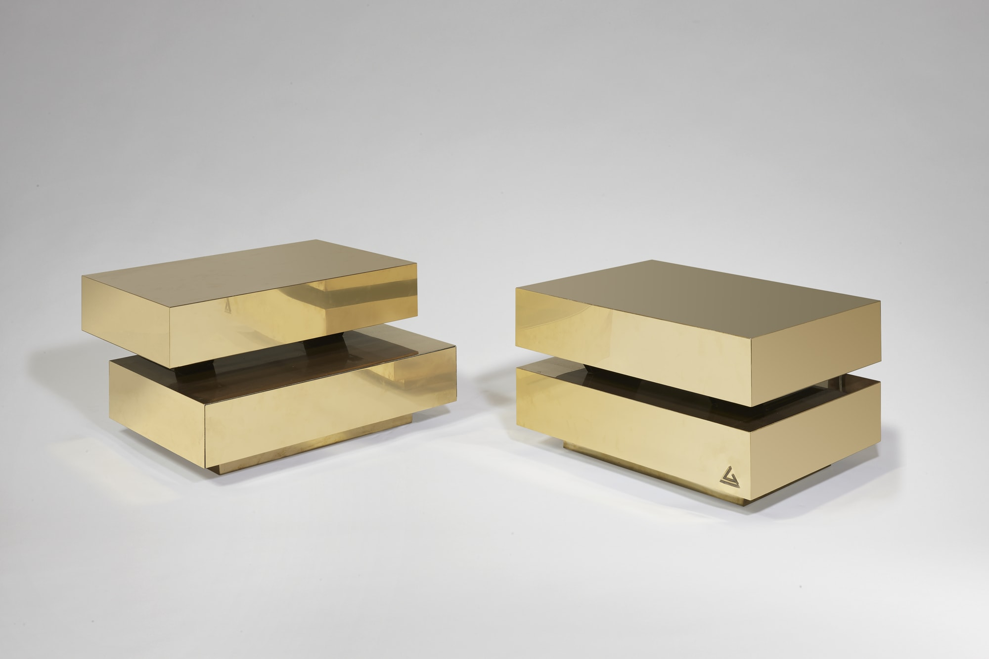"Pair of ""Scultura"" coffee table, vue 01"