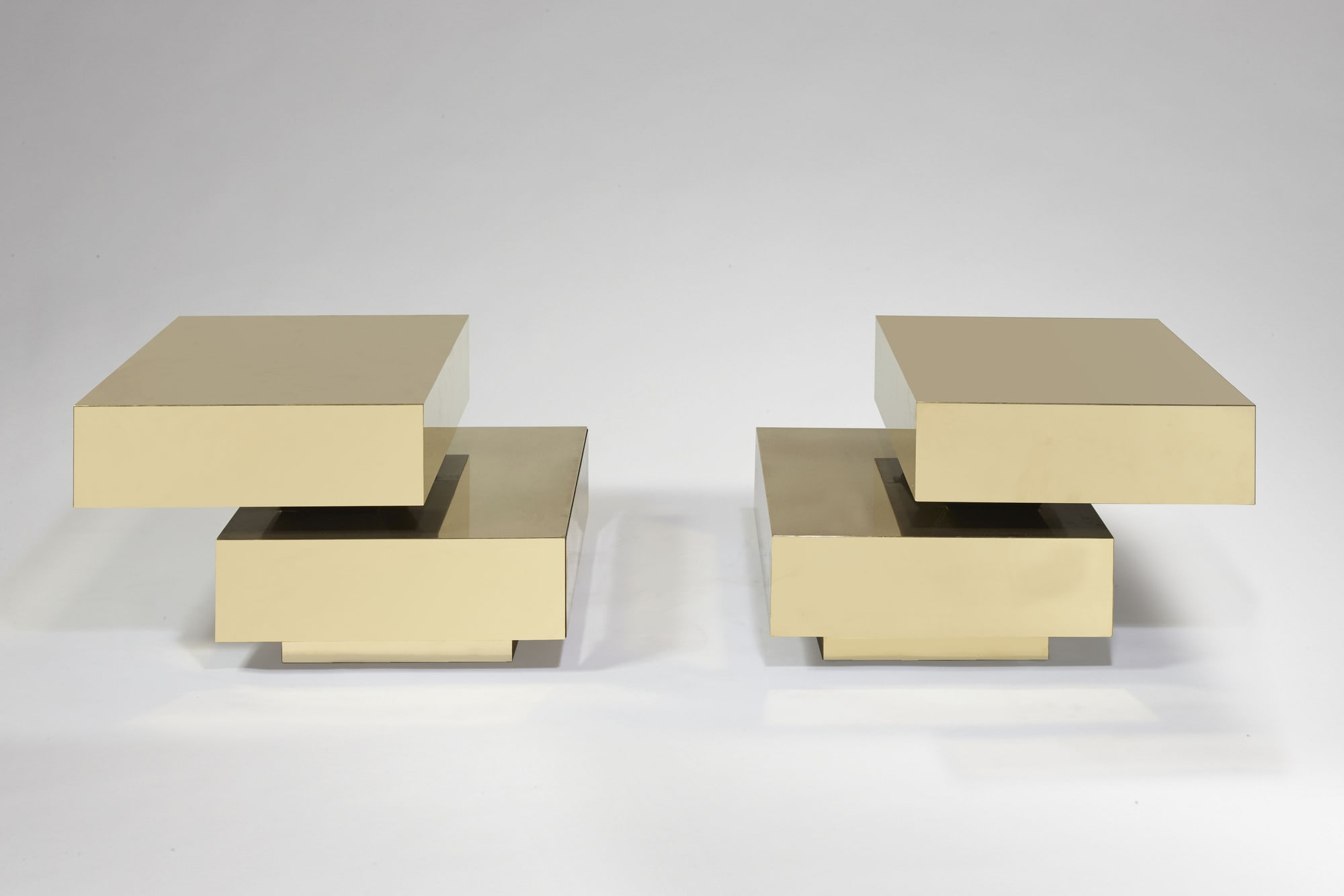 "Pair of ""Scultura"" coffee table, vue 04"