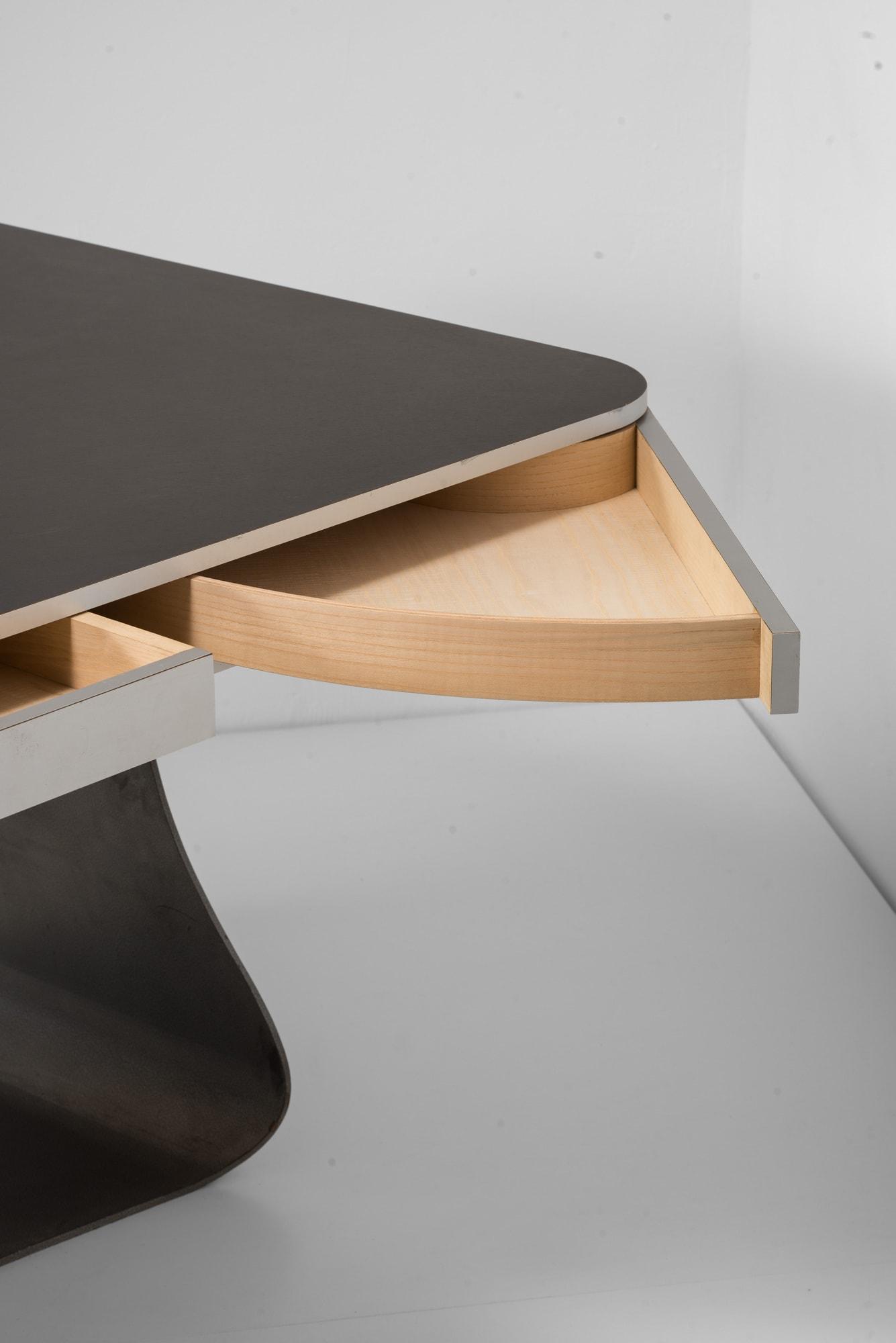 "Table ""Fer à Repasser"", vue 03"