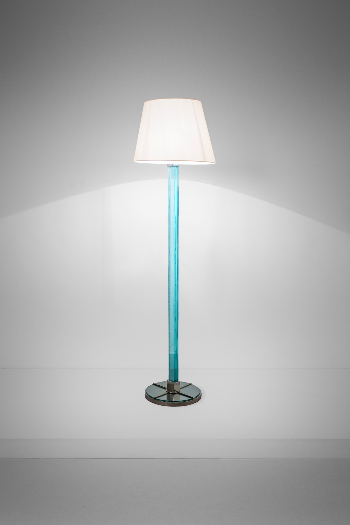 Syrie Maugham, Floor lamp, vue 01