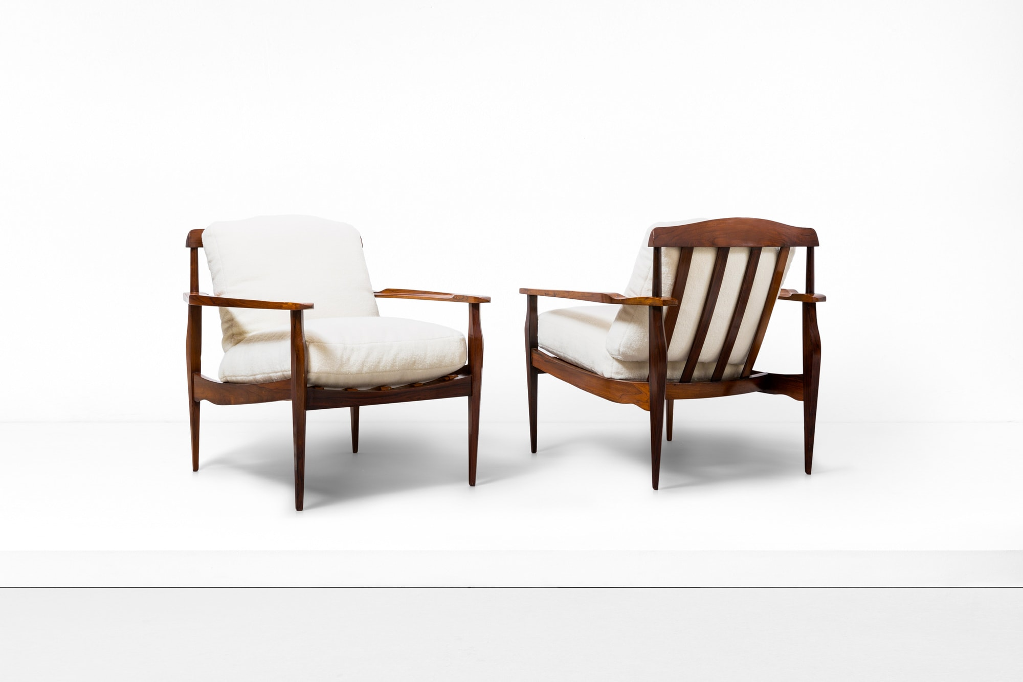 Joaquim Tenreiro, paire de fauteuils, vue 01