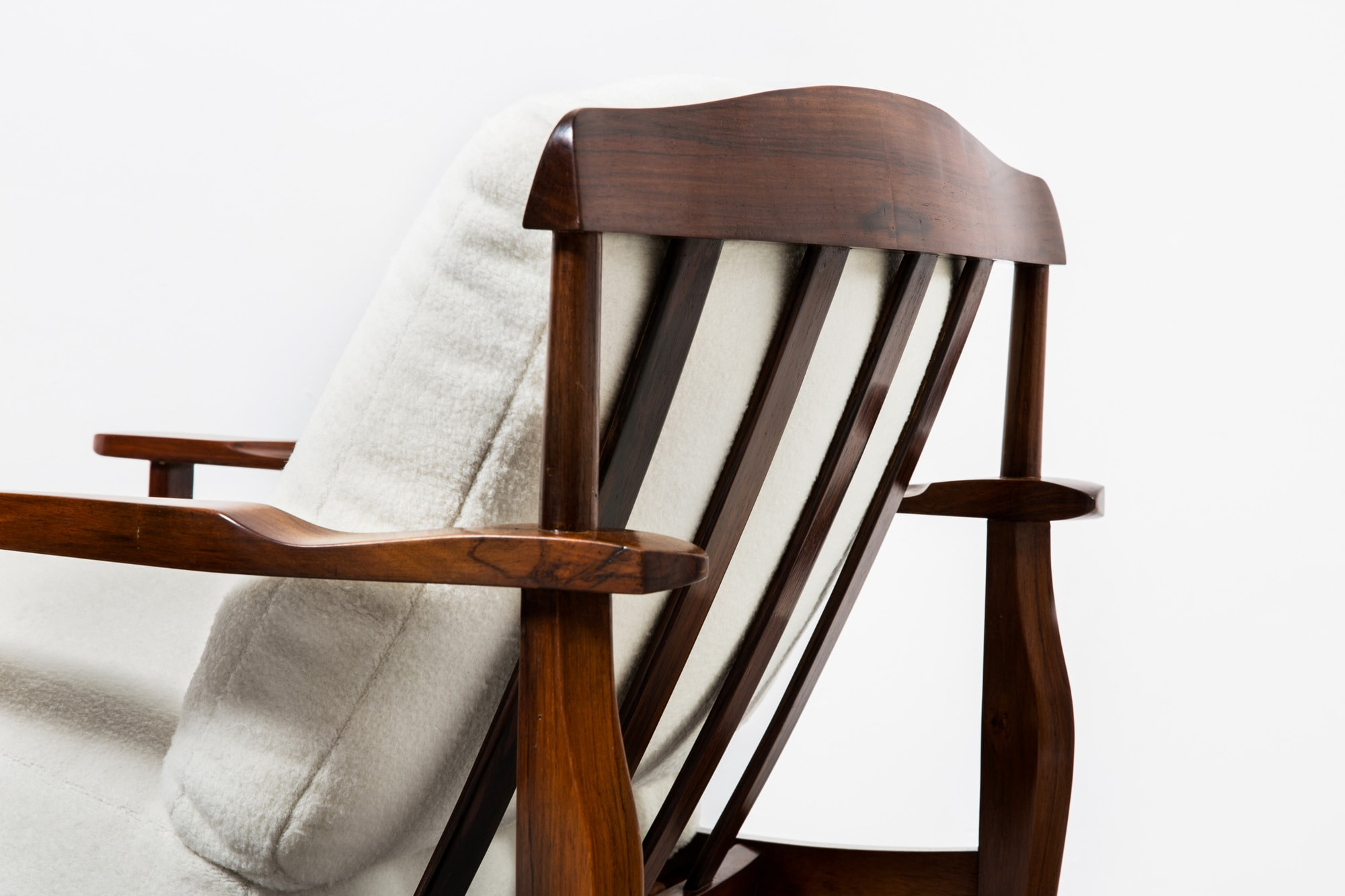 Joaquim Tenreiro, paire de fauteuils, vue 02
