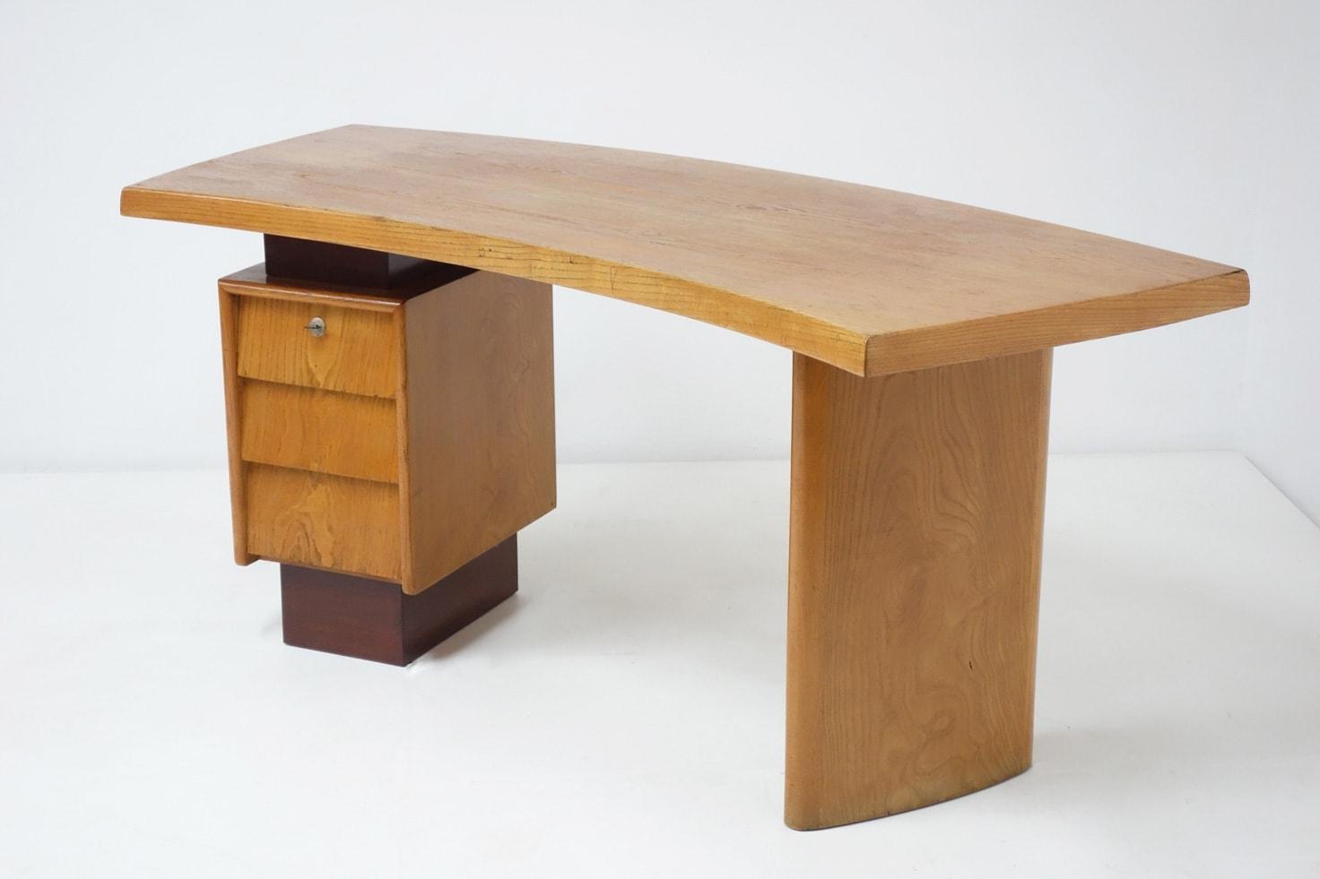 Charlotte Perriand & Pierre Jeanneret, Bureau modèle N°9, vue 01