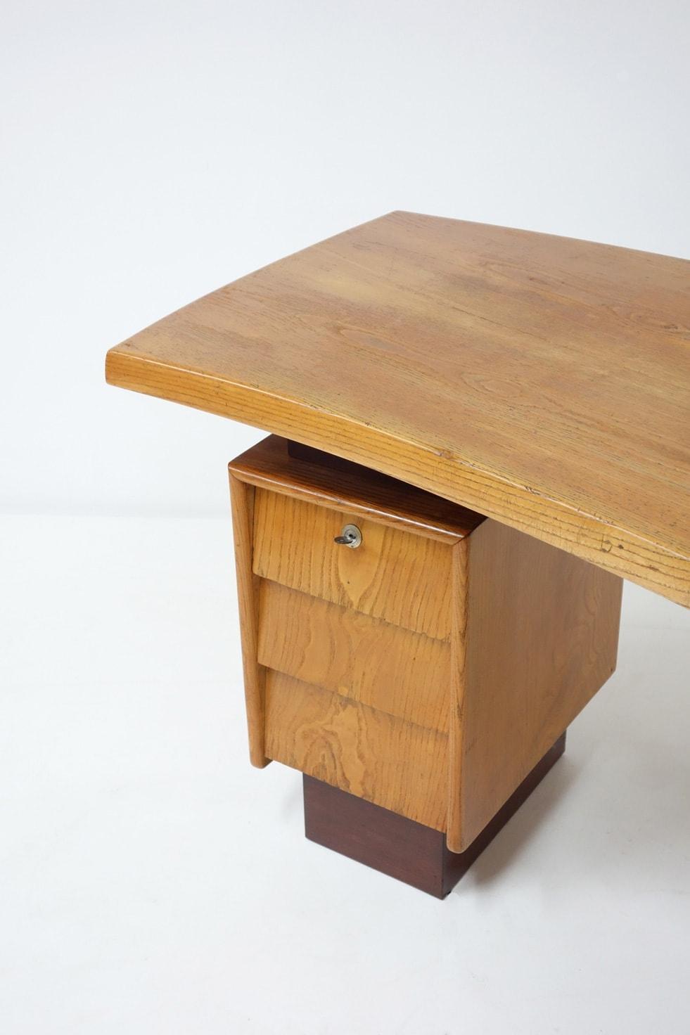 Charlotte Perriand & Pierre Jeanneret, Desk N°9, vue 02