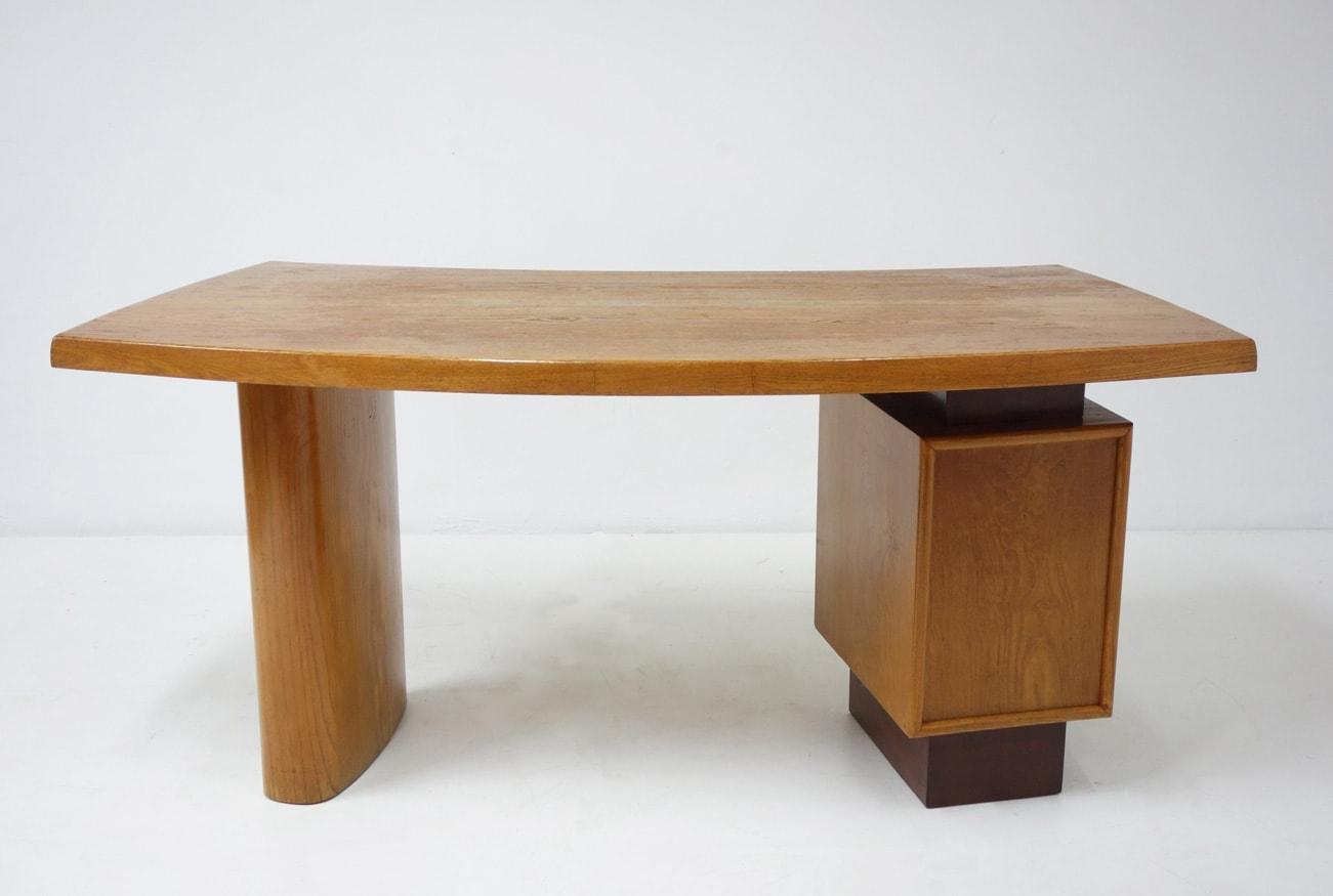 Charlotte Perriand & Pierre Jeanneret, Bureau modèle N°9, vue 03