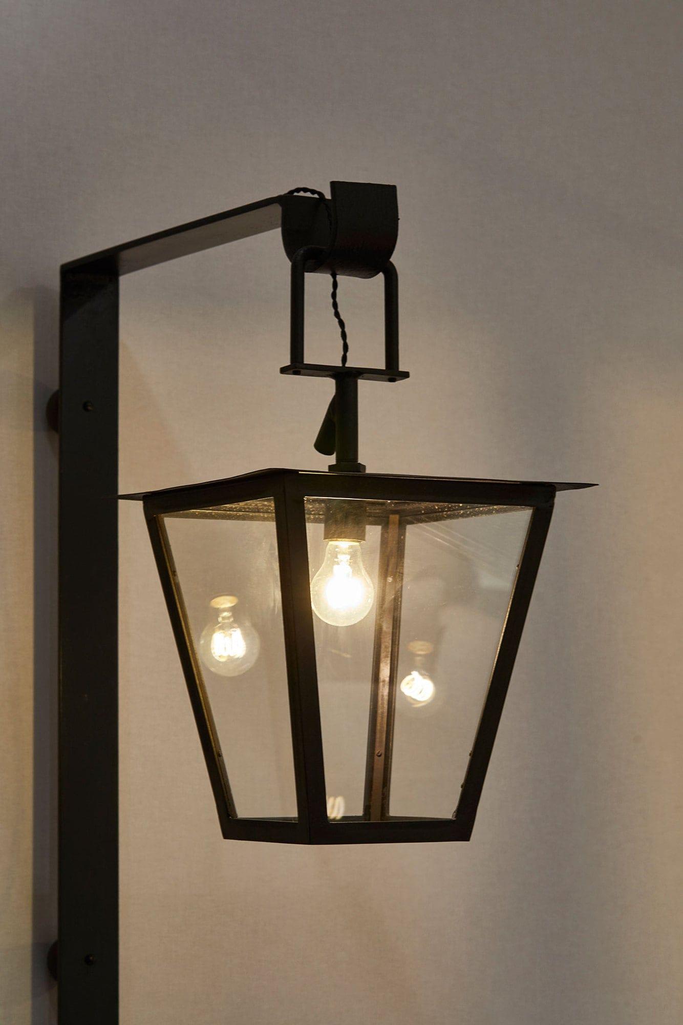 Jean Royère, Paire de lanternes dites «Fond perdu», vue 02