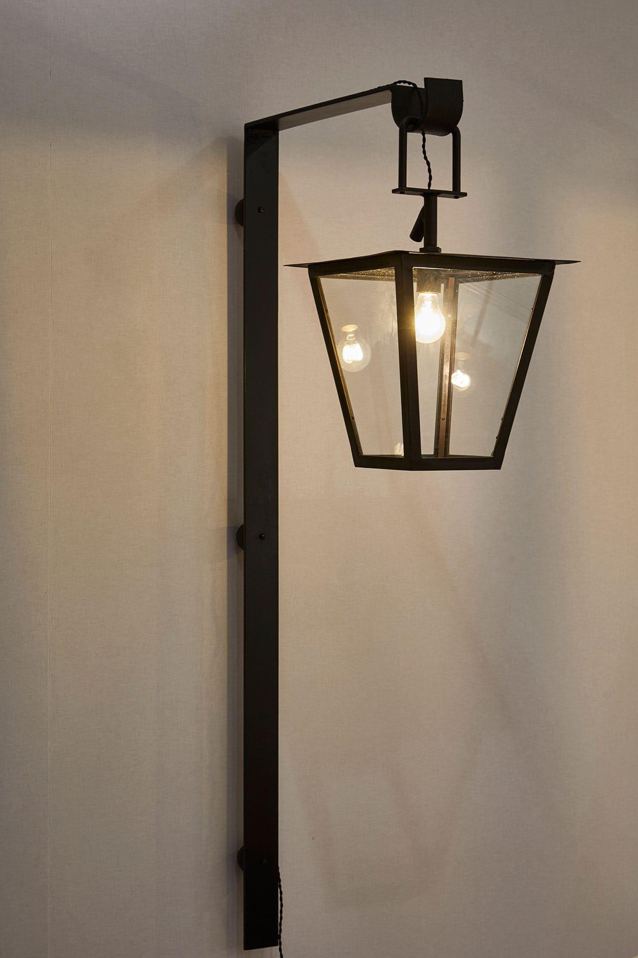 Jean Royère, Paire de lanternes dites «Fond perdu», vue 03