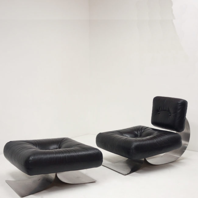 Oscar Niemeyer, Low chair and its ottoman
