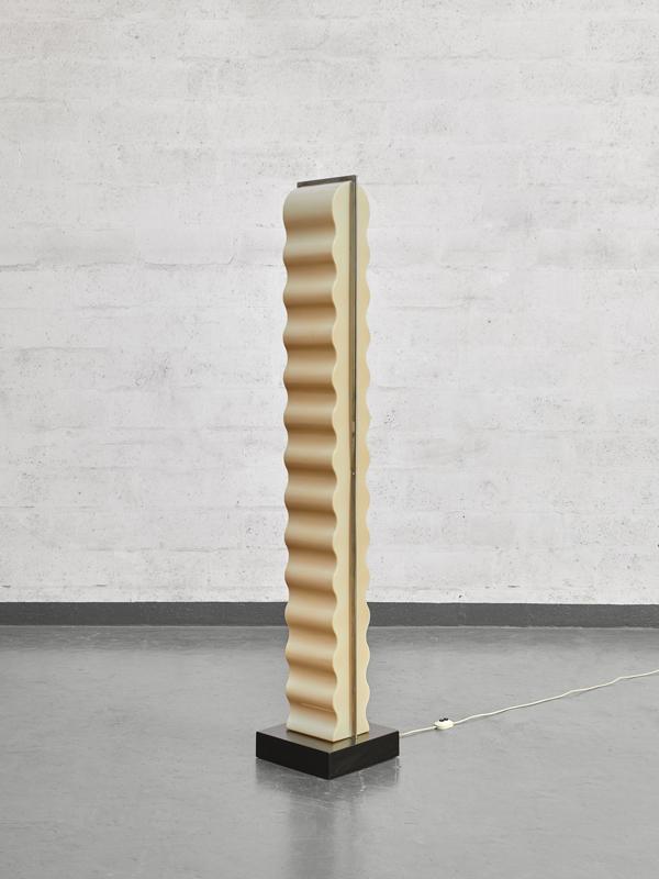 "Ettore Sottsass, ""Cometa"" floor lamp, vue 01"