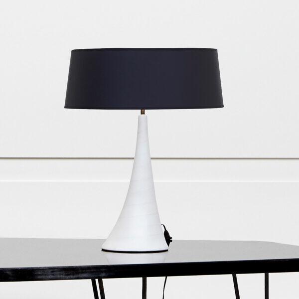Georges Jouve, Sculpturale lampe en céramique blanche