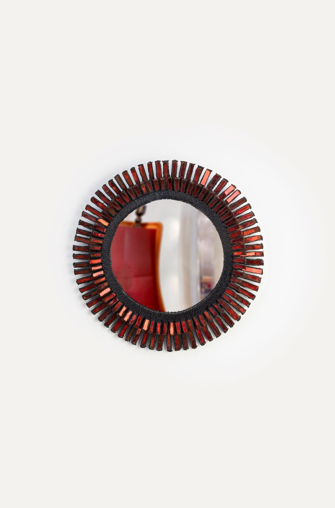 "Line Vautrin, Miroir ""Romain"" rouge, vue 01"